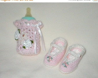 20% OFF SALE Crochet Baby 0-3 Mts 4 Oz. Bottle Cover Ceramic Hearts Venise Lace Tribuds Mary Janes Gift Set
