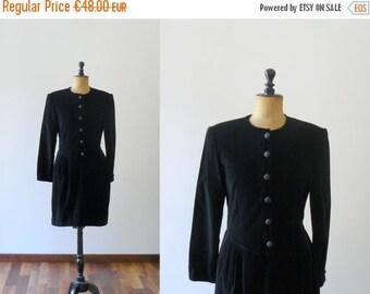 CLOSING SHOP 50% SALE / Vintage black dress. bow dress. 1980s black velvet dress with back bow