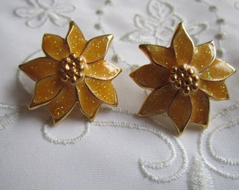 Vintage Gold Tone Sparkling Christmas Gold Poinsettia Clip On Earrings