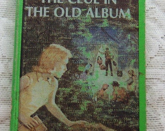 Nancy Drew Mystery Stories #24 The Clue in The Old Album written by Carolyn Keene copyright 1977, 116