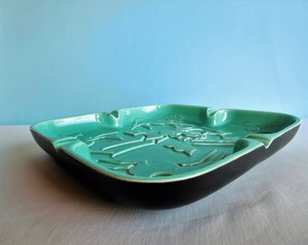 "Mid Century Modern ""Royal Haegar"" Turquoise Pottery Ashtray Decorated with Horses"