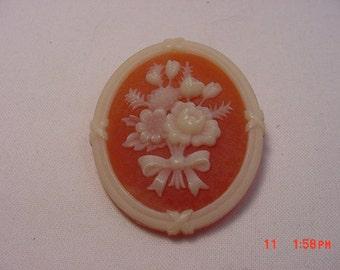 Vintage Avon Flowers Cameo  Brooch   16 - 491