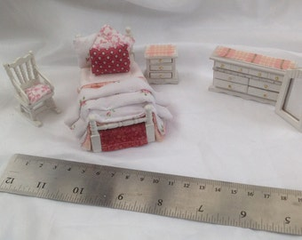 DOLLS HOUSE MINIATURES - Hand Dressed Single Bed Set 1/24th (1/2 inch bed) - Lizzie
