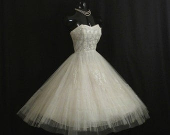 Vintage 1950's 50s STRAPLESS Bombshell White Tulle Silver Metallic Lace Taffeta Party Prom WEDDING Dress Gown
