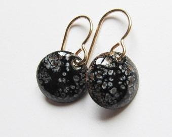 Small gold and black disc drop earrings Tiny black enamel dangle earrings Gold wires Dainty black earrings