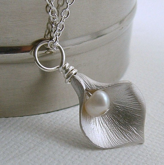 Calla Lily Necklace, Calla Lily Jewelry, Flower Necklace, Holiday Gift For Her, Lily Necklace, Flower Jewelry, Holiday Gift For Her