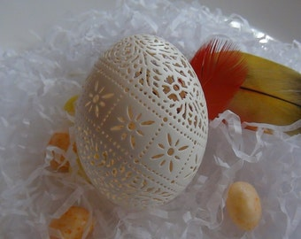 Hand Carved Victorian Lace Duck Egg: Diagonal Starburst Band
