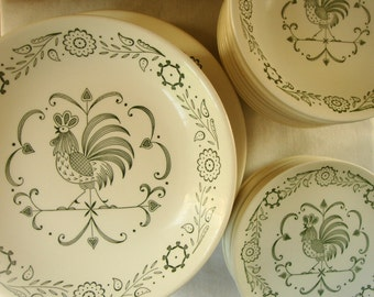 """VINTAGE 4 - 9"""" Dinner Plates SCIO Roosters and Heart Flowers Dishes Scio Pottery USA Mid Century Green Rooster Weathervane Flowers & Hearts"""
