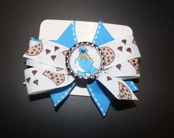 Cookie Bow with Bottle Cap Center