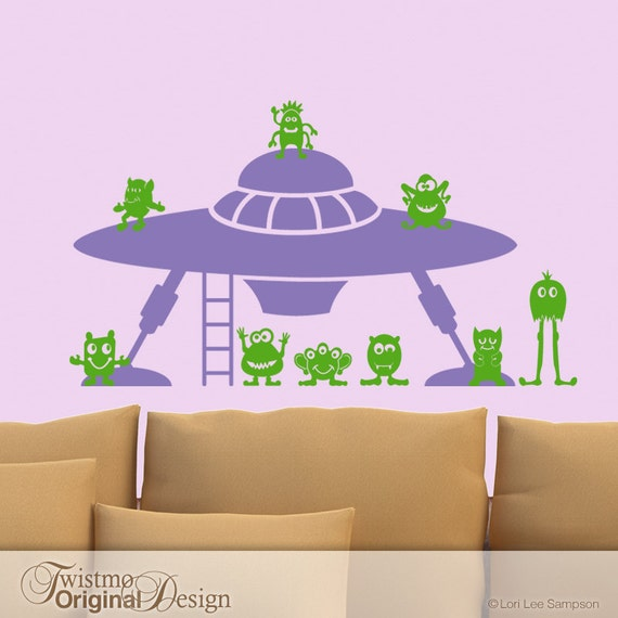 Geek Wall Decal, Aliens and Flying Saucer, UFO Spaceship, Kids Playroom Decor Vinyl Decal, UFO Spaceship with 9 Little Green Men (0171b1v)
