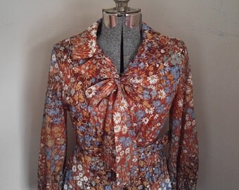 Adorable Floral 1970's A Line Dress With Tie Collar
