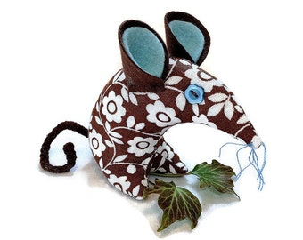 Retro mouse made with 60s 70s  vintage fabric,  brown and white, with a daisy design