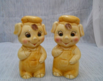 Pig Salt and Pepper Shakers - vintage, collectible, animals