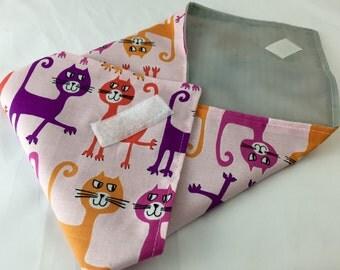 Reusable Sandwich Bag  Cat Sandwich Wrap - Reusable Sandwich Mat - Dancing Cats in Coral Pink