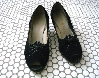 1940s Pumps - peep toe heels - vintage black suede dress shoes