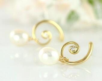 FAUN curly gold earrings with diamonds