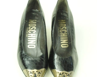 ON SALE 50% 90's Vintage Made in Italy MOSCHINO Black Leather wtih Steel Cap Toe Pumps. (5.5 Us)