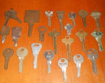 Lot of 23 Vintage old Key Keys - Luggage , House, Car, Lock Keys