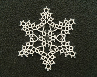 Large tatted snowflake//white//4 inches