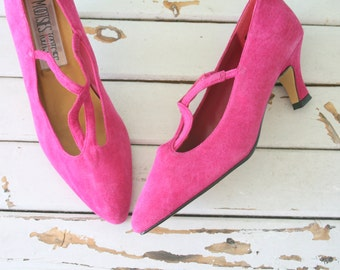 1980s PINK SUEDE Heels...size 8.5 women...leather. shoes. pumps. party. mod. classic. party heels. pink leather heels. mootsies tootsies.