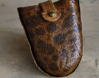 wolffish leather keyholder in braun