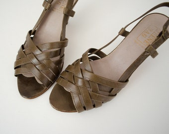 50% CLEARANCE SALE / 1970s vintage shoes / olive green leather sandals / Geoffrey Beene / size 6
