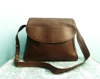 Vintage leather messenger bag purse crossbody shoulder bag / dark brown / soft slouchy leather / big spacious / 80s