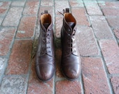 Vintage Womens 9 Etienne Aigner Rustic Brown Leather Lace Up Ankle Boots Bootie Booties Cap Toe Boho Hippie Gypsy Spring Festival Kid Moto