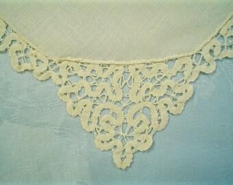 Vintage Linen Napkins with Bobbin Lace Edge Antique Table Linens Set of Twelve