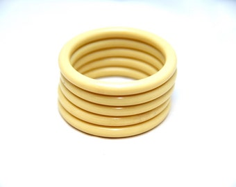 Vintage molded bone plastic bangle bracelet set c.1960