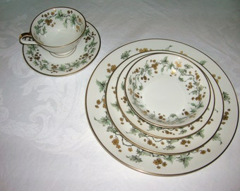 Vintage Heinrich Selb Bavaria Germany Porcelain China 6 Piece Place Setting Golden Fantasy Pattern Circa 1950