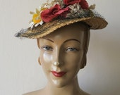 1930s 1940s Vintage STRAW HAT with open crown netting and FLOWER decoration antique summer sun hat