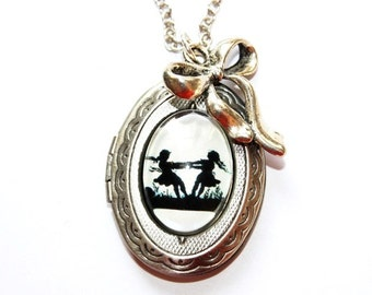 Dancing Sisters Silhouette Locket Necklace silvercolored - Nostalgia Childhood gift best friend daughter sister twin mother necklace jewelry