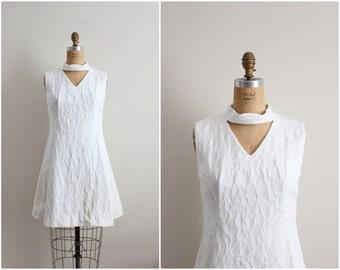 60s Mod White Dress / 1960s Mini Dress / Collar Dress / Size S/M