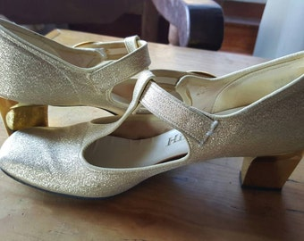 Hibrows- Gold t-strap mary janes 1960s size 6.5