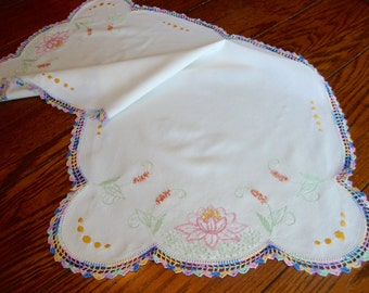 Embroidered Dresser Scarf White Crochet Lace Trim Vintage Floral Table Runner