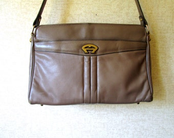Etienne Aigner Shoulder Bag light brown tan taupe leather boho hipster handbag vintage 70s 80s designer purse signature lining
