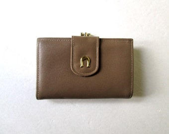 Clutch Wallet taupe light brown leather kiss lock coin purse vintage 70s womens wallet cowhide