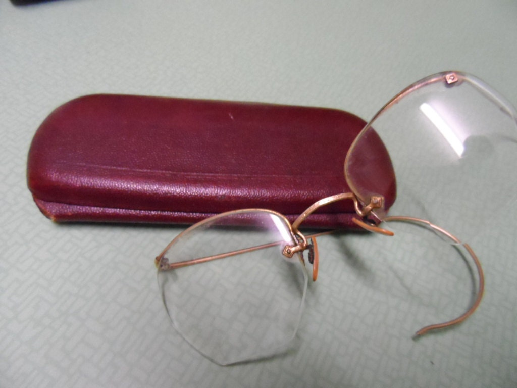Glasses Frames Geelong : Spectacles in original case. Geelong history.