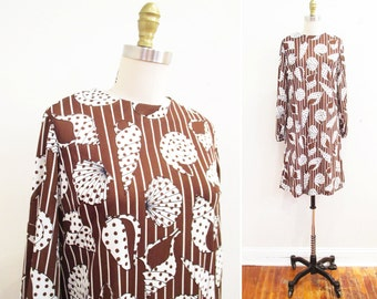 Vintage 1960s Dress | Seashell Polka Dot Print 1960s Mod Dress | size small - medium | 6D003