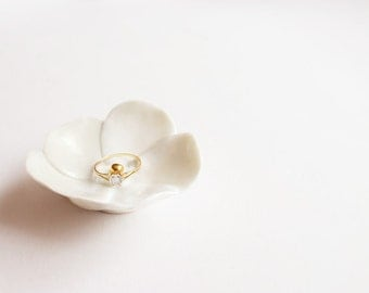Porcelain Ring Dish Flower - White colour with gold center - Wedding Accessory - Decorative dish - Gift.