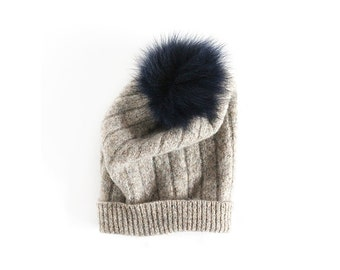 bonnet de laine et fourrure réutilisé - reused wool and fur hat - toddler hat - tuque de laine - baby or kid hat - knit hat
