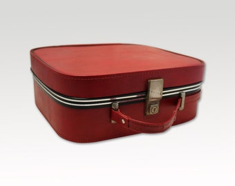 Vintage, Red, Overnight Bag/ Weekend Case/ Travel Bag circa 1960's.