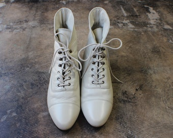 10 M Ankle Boots / Vintage Ivory Leather Lace Up Boots / Women's Shoes