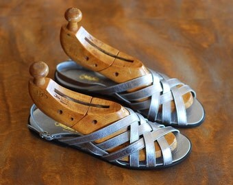 vintage silver leather sandals / Italian leather shoes / size 7