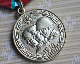 """Vintage 1978 original Soviet Russian medal """"70 years of the armed forces of the USSR"""""""