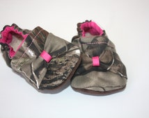 Camo baby shoes  girl camo baby baby Booties realtree baby shoes camouflage baby shoes slippers girl camo shoes  toddler pink camo
