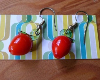 Vtg Art Glass Strawberry Drop Earrings
