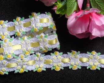 White Seafoam Green yellow ombre rosebud insertion venise sewing trim price for 1 yard