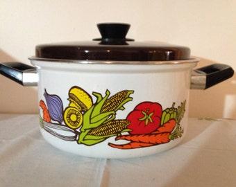 1975 Fingerhut Enamelware Dutch Oven Pot Vegetable Graphics